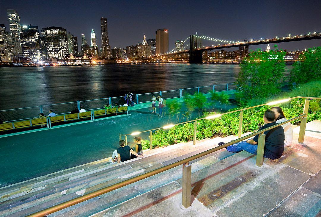 Brooklyn Bridge Park Broke Tourist