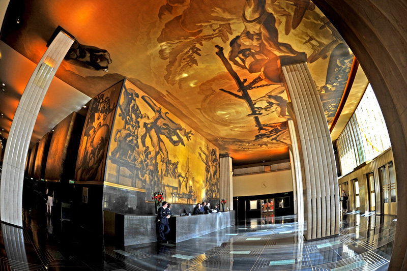 Rockefeller center public art broke tourist for Diego rivera rockefeller center mural